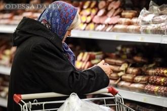 В магазинах начали ограничивать продажу социальных продуктов