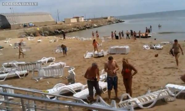 Сейсмологи не могут объяснить причину цунами на пляже Одессы
