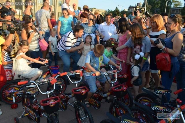 Саакашвили подарил 200 велосипедов детям, пострадавшим от массового отравления в Измаиле