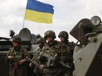 Порошенко поручил военным прекратить огонь в зоне АТО с 1 апреля
