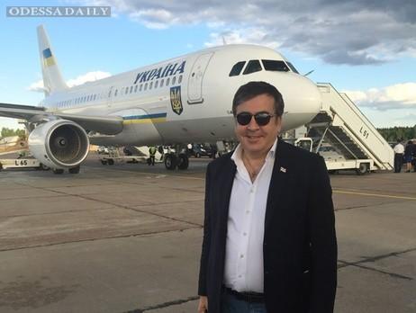 Саакашвили: В таможенники наберем парней и девушек с модельной внешностью, их дело – сидеть, улыбаться и оформлять документы