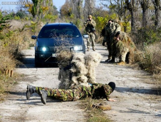 Ни дня покоя - курсантов Одесской Военной академии гоняют не на шутку. ФОТО