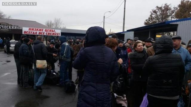 На выезде из Донецка собралась многокилометровая пробка