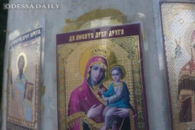 В Одессе опасный перекресток охраняют... православные иконы