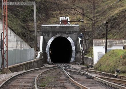 Неизвестные в балаклавах напали на тоннель через Карпаты. Охраннику стреляли в голову