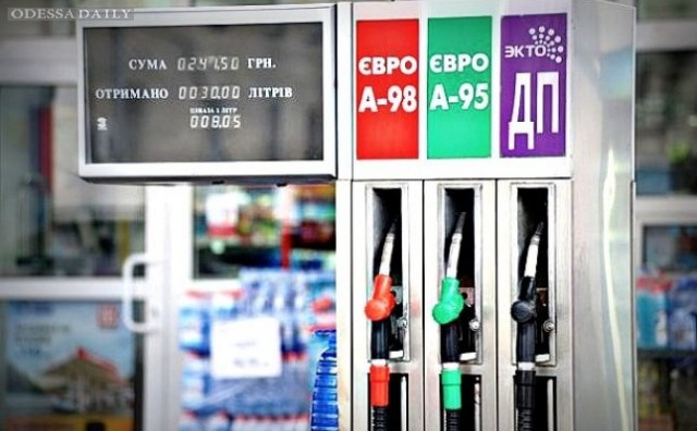 Яценюк снова требует снижения цен на бензин на АЗС и их привязки к стоимости нефть