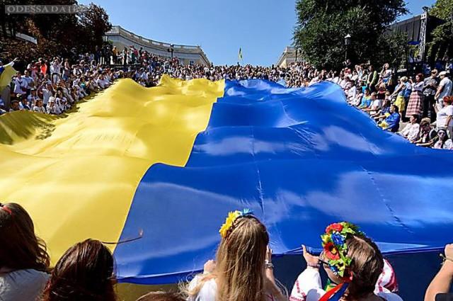 Сегодня одесситы развернут над Потемкинской лестницей украинский флаг и сыграют свадьбу