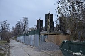 Бизнесмены Дябло и Фруман незаконно строят бетонное здание на пляже Отрада