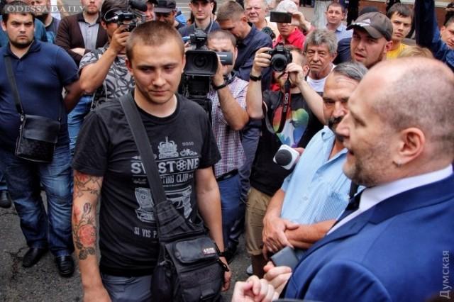Борцы с Билык пикетируют облуправление полиции: Береза повел Стерненко на беседу с Аваковым