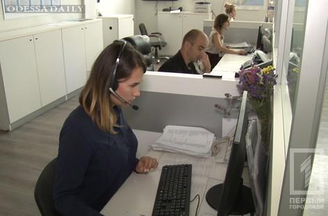 Набирай «102»: одесситы жалуются, что в полицию бывает тяжело дозвониться и приходится ждать свободного оператора