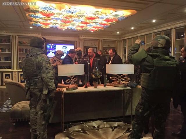 Сотрудники ГПУ привезли Корбана в киевский госпиталь СБУ: видео