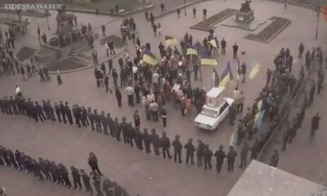 У здания горсовета Одессы начался митинг против местных властей