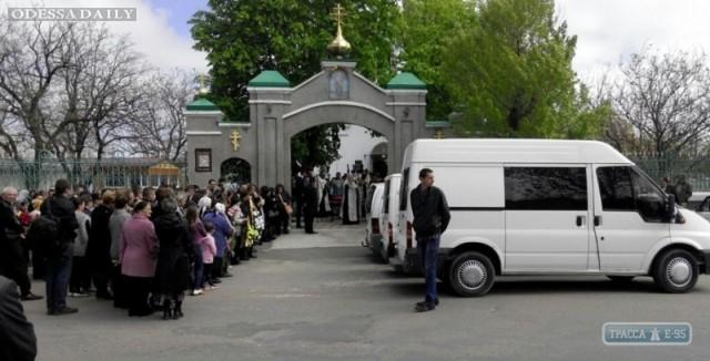 Жители Белгород-Днестровского района простились с шестью девочками, погибшими при пожаре
