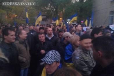 Под зданием одесского суда одновременно митингуют сторонники и противники Боровика