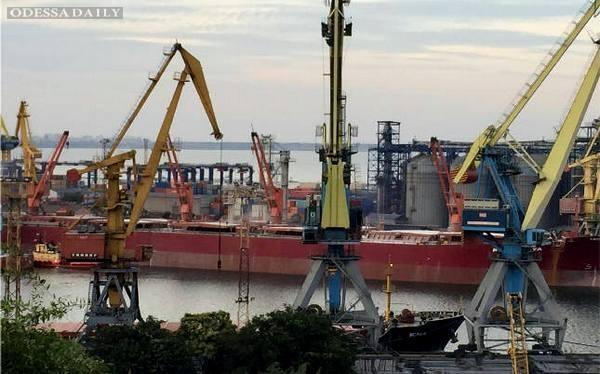 Порты Украины «топят» в коррупции