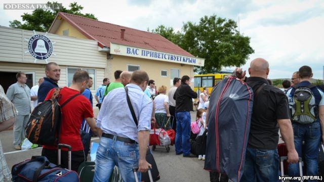 Через Керченскую переправу рассчитывают перевезти 3 миллиона курортников