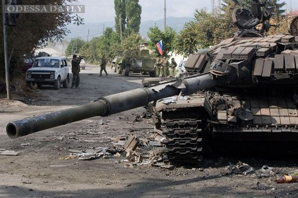 Пограничники и Нацгвардия ведут операцию по перекрытию границы. Захвачены около 10 КамАЗов террористов с оружием, - Аваков