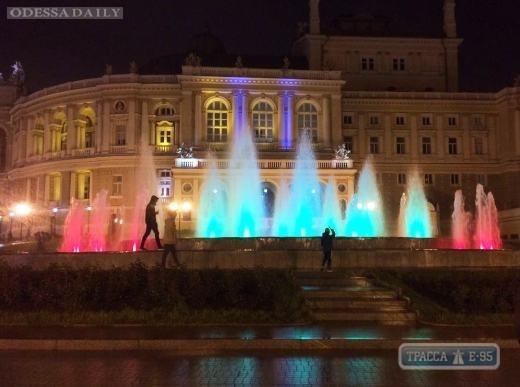 Фонтан возле Одесской оперы заиграет разноцветными огнями