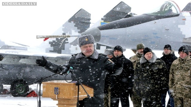Если не будет мира, будет военное положение - Порошенко