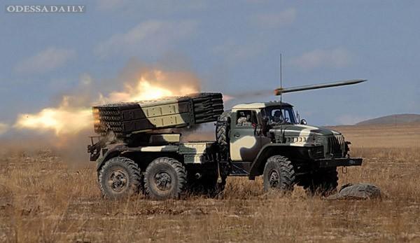 В ночь на воскресенье Луганск подвергся масированному артиллерийскому обстрелу (видео)