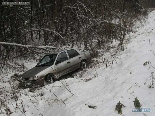 Снег и гололед в Одесской области: грузовики и маршрутки оказались в кювете