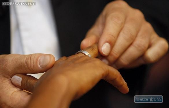 Специалисты назвали средний возраст вступления в брак в Одесской области