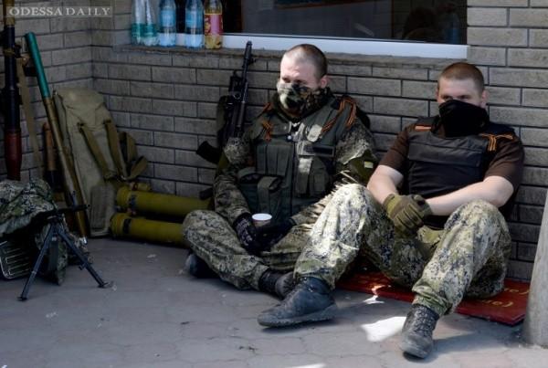 Новороссы отпустили солдат из захваченной накануне воинской части