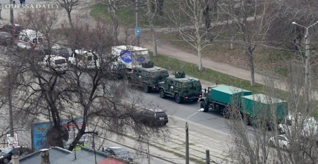 В Одессе заметили колонну военной техники
