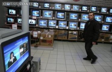 Исследование: Украинцы настроились на крупные покупки, опасаясь обесценивания гривны