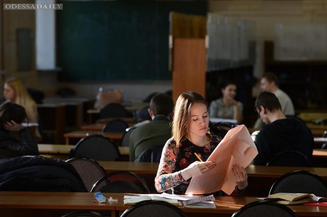 Кабмин в сентябре внесет в Раду новый законопроект об образовании