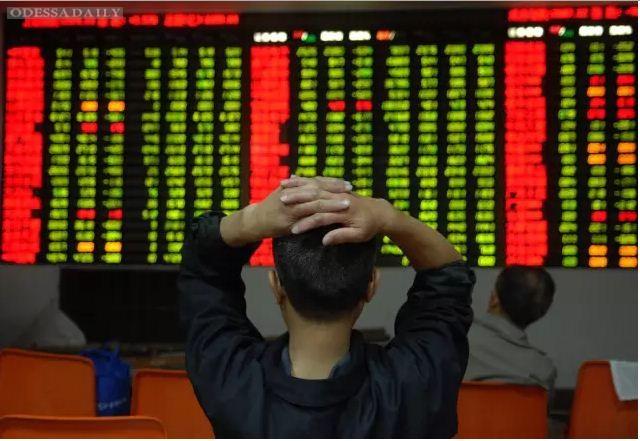 Китайская фондовая биржа обвалилась: потери составили около трех триллионов долларов – FT