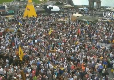 На Майдане начинается вече. Ждут Кличко и Порошенко