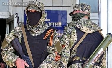 Террористы захватили исполком в Красном Луче и заблокировали ОИК