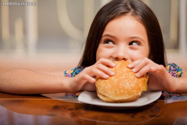 Как отучить детей есть фастфуд?