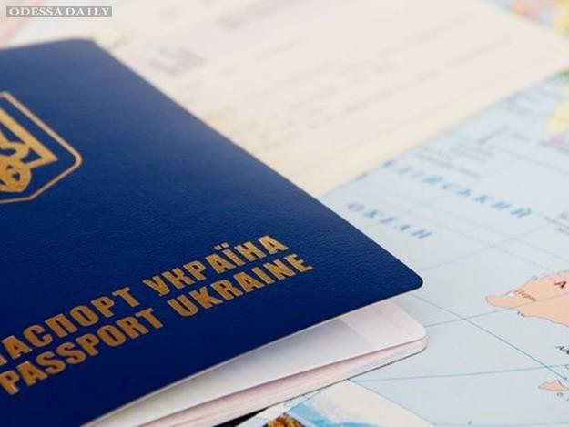 Почему украинцам задерживают выдачу загранпаспортов
