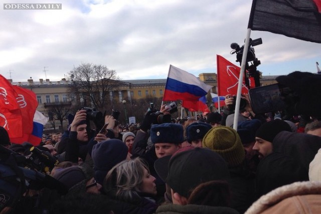 В Петербурге задержаны участники шествия с флагами Украины