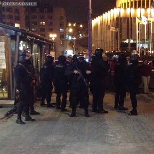 МВД требует от Правого сектора покинуть отель Днепр без оружия