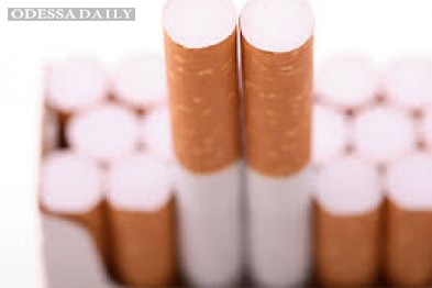 В одесских супермаркетах за сигаретами выстраиваются огромные очереди