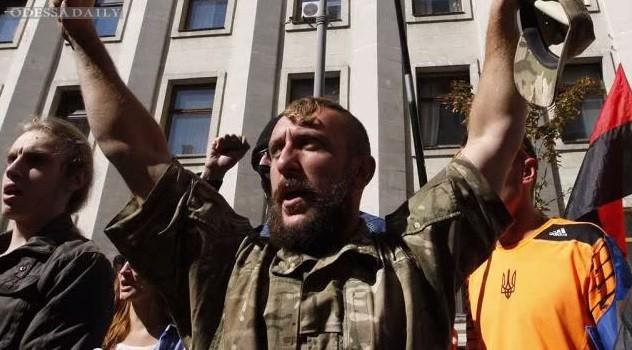 Правый сектор митингует в Днепропетровске и Мукачево, утром присоединится Харьков