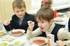 Мэрия сократила расходы на питание учеников младших классов: бесплатными будут только чай с булочкой