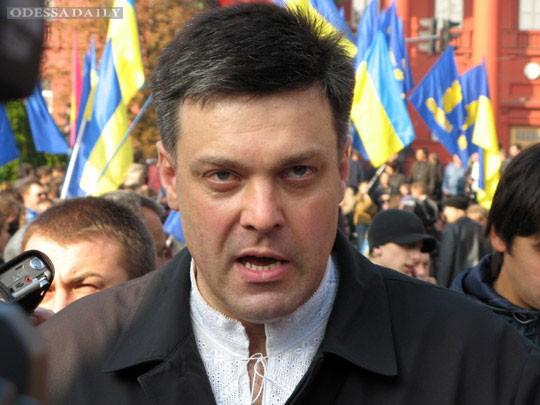 В Тернополе председатель ВО «Свобода» Олег Тягнибок во время акции «Вставай, Украина!» призвал участников митинга к восстанию