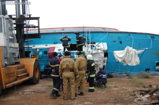 Ильичевск: спасатели достали c затонувшего катера Иволга тела двух погибших