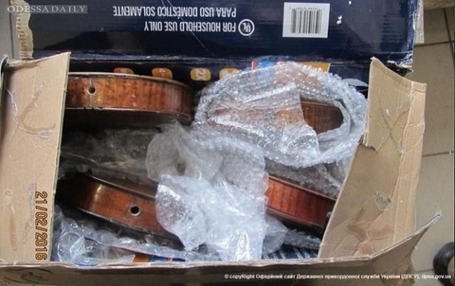 В Одесской области американец пытался вывезти старинные скрипки