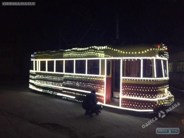 Завтра в Одессе начнет курсировать новогодний трамвай