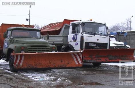 Более 200 машин спецтеники будет бороться со снегом зимой - в мэрии отчитались о подготовке города к зиме